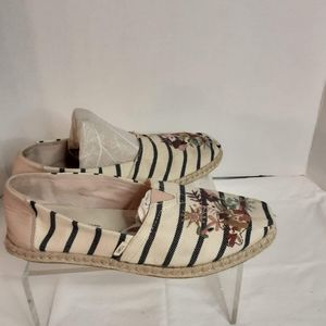 Tom's embroidered canvas classic shoe size 8